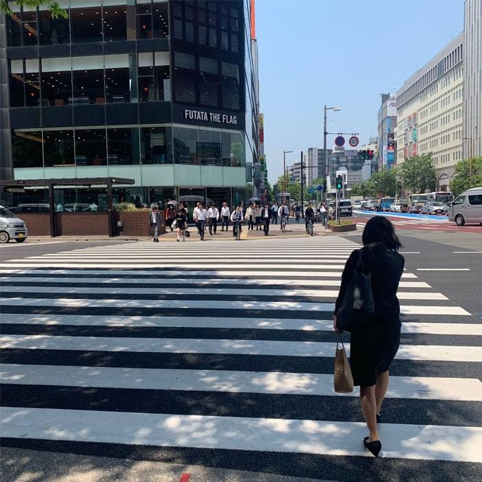 アップルジム福岡天神店までの道のり3・さらに100mほど直進していただき、2つ目の横断歩道を渡ります。