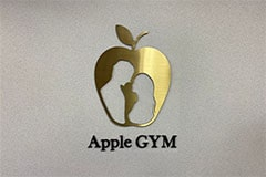 アップルジム赤羽店のジム画像・アップルジのロゴ