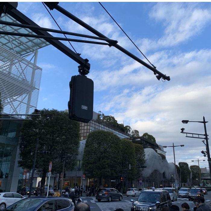 アップルジム二子玉川店までの道のり1・交差点を斜めに渡り、右に真っ直ぐ進みます。