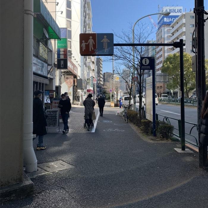 アップルジム麻布十番店までの道のり2・ファミリーマート手前を左折