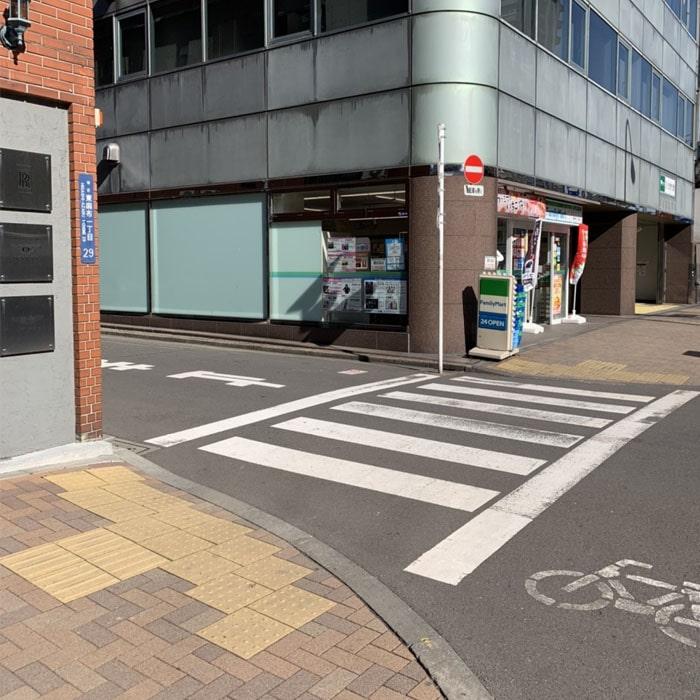 アップルジム麻布十番店までの道のり3・30mほど歩くと、左手に店舗がございます。