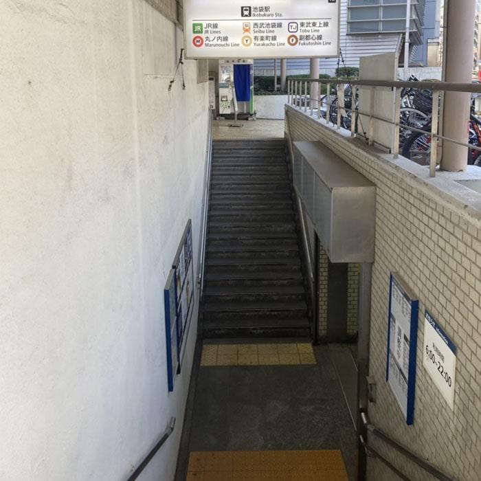 アップルジム池袋店までの道のり1・マルイを目印に、池袋駅1a出口の階段をお上がりください。