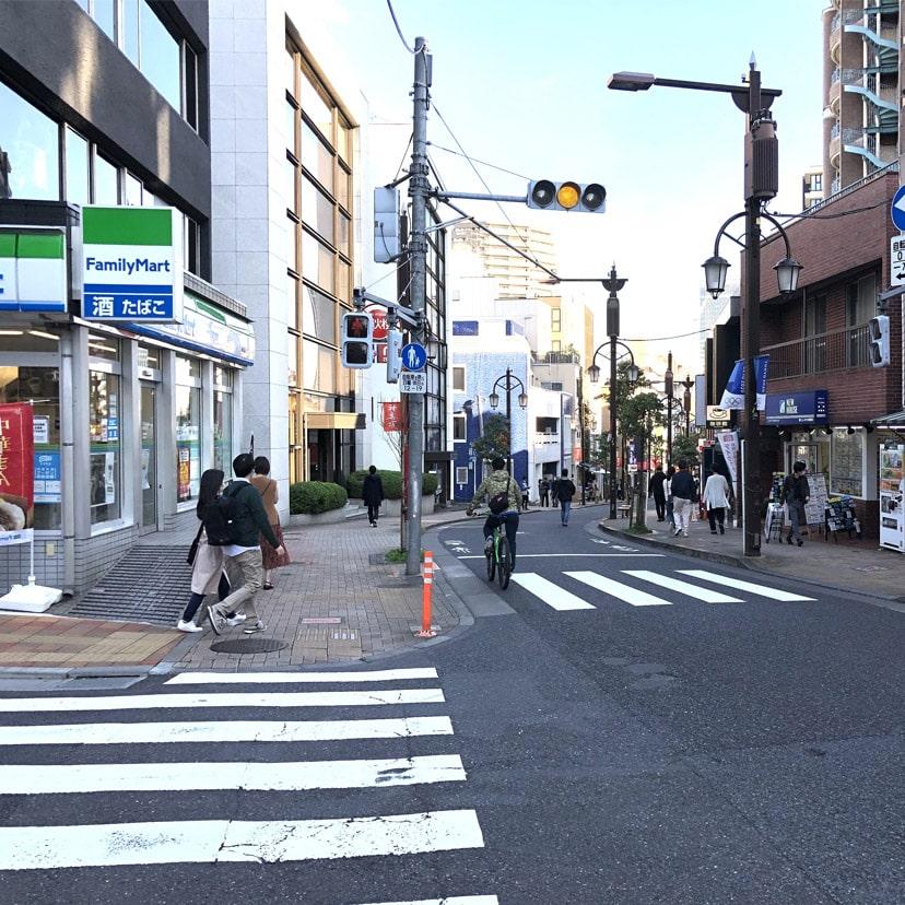 アップルジム神楽坂店までの道のり・ファミリーマートが目印