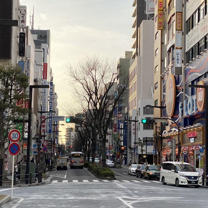 アップルジム蒲田西口店までの道のり1・蒲田駅西口出口から西口ロータリーに出て蒲田駅西口交差点方面へお進みください