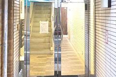 アップルジム荻窪店のジム画像・店舗ビルの入り口