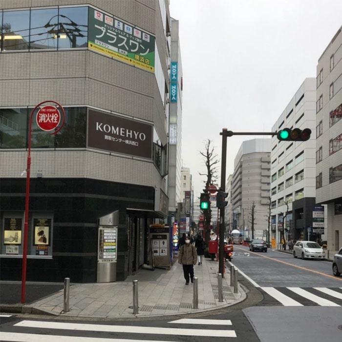 アップルジム横浜店までの道のり3・途中交差点がありますので右に曲がっていただき直進します。